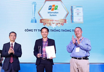 FPT IS won 2 prizes at the 2019 Vietnam Top ICT Award